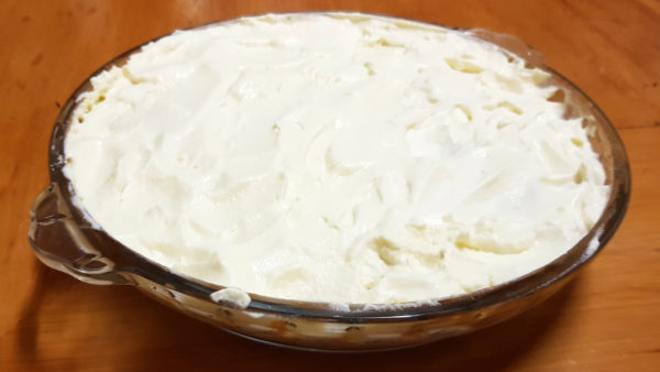Spread banoffee pie cream layer over bananas